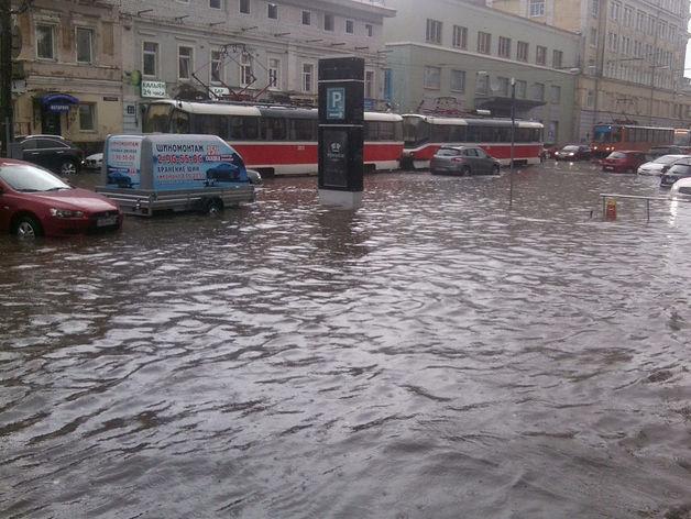 Ливень в Нижнем Новгороде парализовал движение транспорта