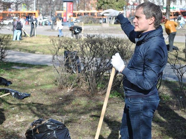 «Много «бычков» и старой листвы». Мэр Нижнего Новгорода вышел на субботник. ФОТО