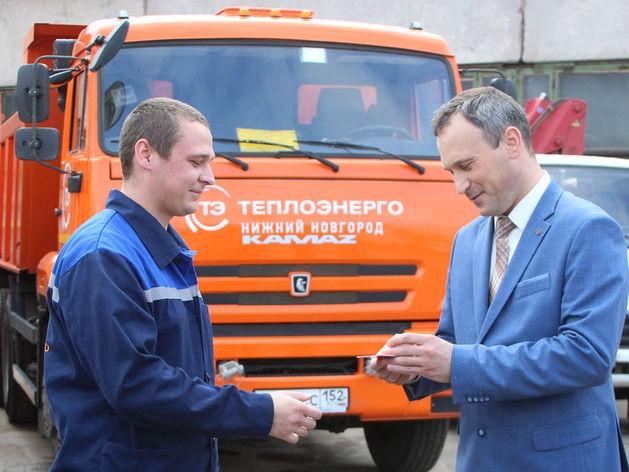 Гендиректор «Теплоэнерго» Илья Халтурин поздравил победителей соревнования водителей