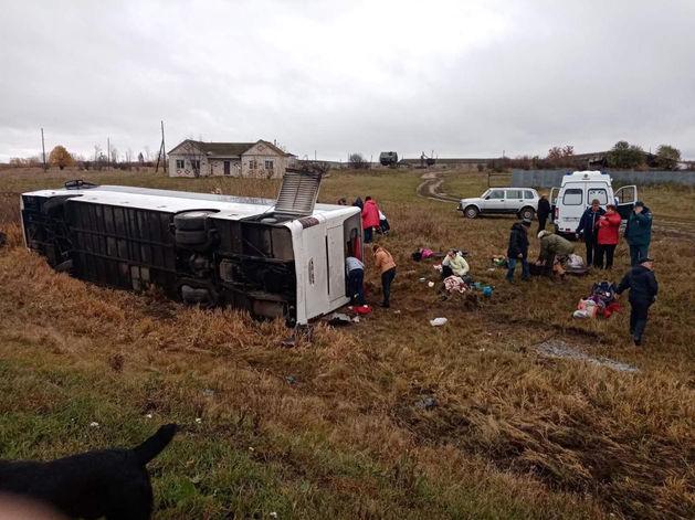 Автобус с туристами перевернулся под Нижним Новгородом