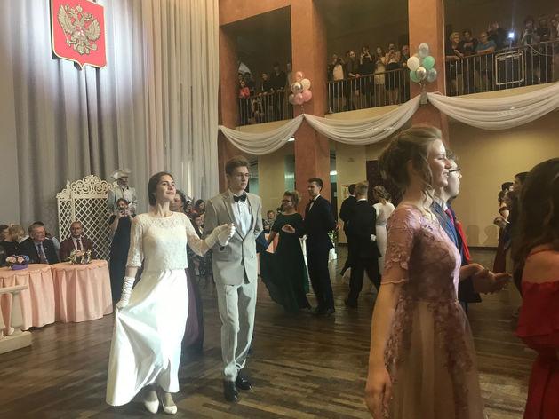 Принца и принцессу городского молодежного бала выбрали в Нижнем Новгороде