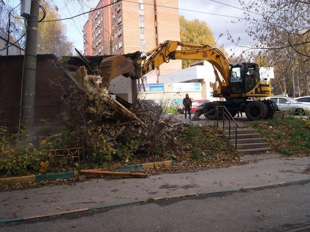 Незаконный нестационарный торговый объект демонтировали на улице Рокоссовского