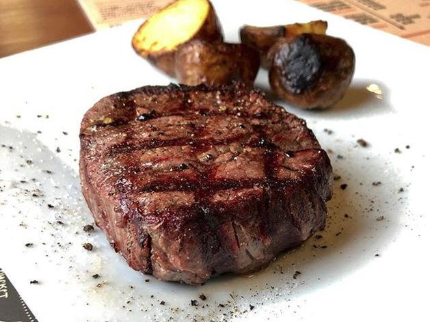 Что произошло с модным мясным баром «Steak Me Truck»?