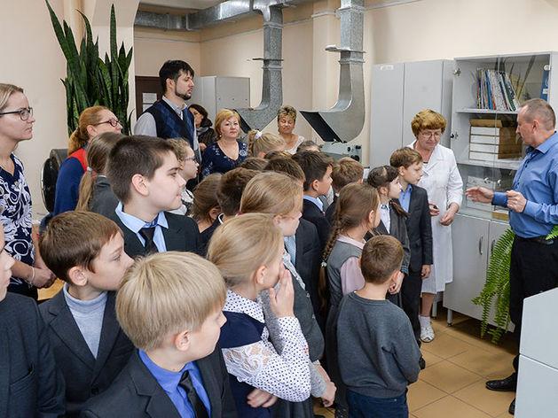 Школьники и студенты Арзамаса побывали «за кулисами» градообразующего предприятия