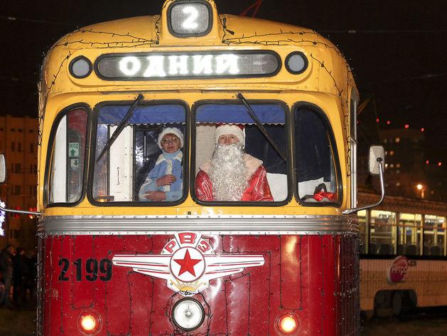 Три новогодних трамвая будут курсировать по городу ежедневно до 14 января 2020 года