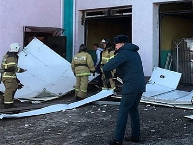 В здании автомойки в Володарске произошел взрыв. Есть пострадавшие
