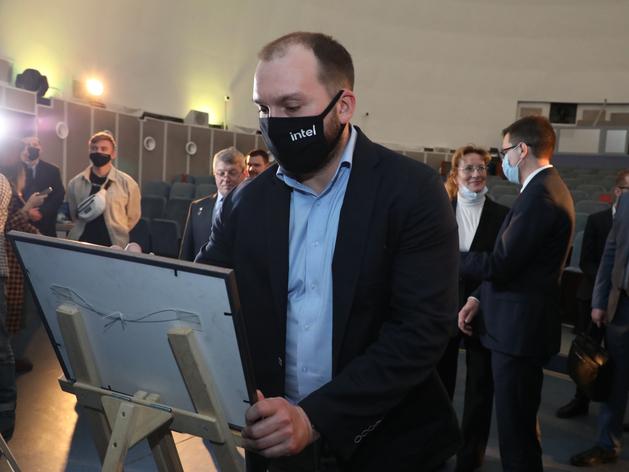 Представитель Intel на встрече с губернатором