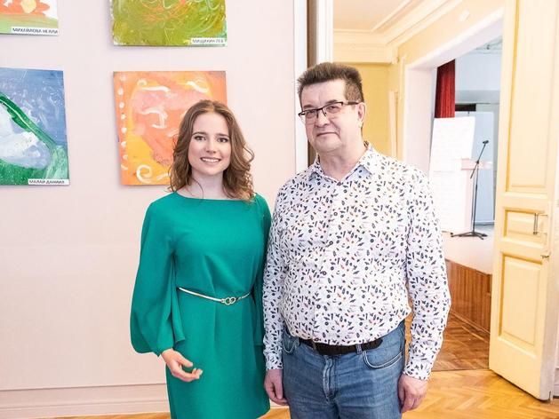 В кинотеатре «Орленок» открыта выставка художников Олега Кумагина и Марии Плеховой